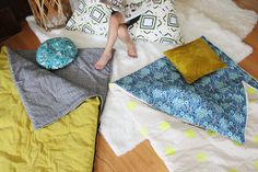 Sewing Bags How to Sew Your Own Sleeping Bag - A Beautiful Mess - It's not always easy to find cute sleeping bags for the occasional glamping trip or a weekend sleepover. Straight Stitch, Back Stitch, Best Family Camping Tents, Cinderella Mice, Picnic Blanket, Outdoor Blanket, Kids Sleeping Bags, Textiles, Kids