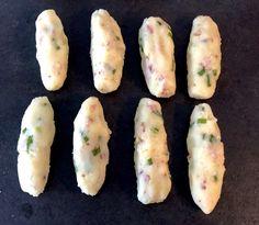 Paluchy ziemniaczane z serem i boczkiem - Blog z apetytem Warm Salad, Finger, Cooking Recipes, Healthy Recipes, Potato Recipes, Kids Meals, Zucchini, Bacon, Food Porn