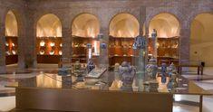 Museo de Cerámica Ruiz de Luna - Originalmente enclavado en los antiguos talleres del ceramista en la Plaza del Pan de Talavera de la Reina, tras diversos avatares se trasladó a una nueva instalación en el año 1997. El actual museo ocupa un antiguo convento de la Orden de Agustinos Recoletos del siglo XVI, en el casco antiguo de la ciudad.