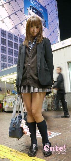 Japanese School Uniform Girl, School Girl Japan, School Girl Outfit, School Uniform Girls, Girls Uniforms, Asian Cute, Cute Asian Girls, Cute Girls, Beautiful Japanese Girl