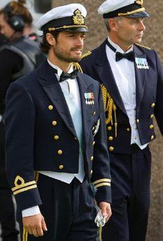 Prince Carl Philip of Sweden arrives at Evert Taubes Terrass on Riddarholmen, after the wedding of his youngest sister Princess Madeleine in Stockholm, Sweden, 08 June 2013.