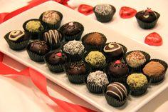 ترافل شکلاتی Chocolate Truffles Energy Bites, Mini Cupcakes, Healthy, Desserts, Photoshop, Food, Youtube, Meal, Deserts