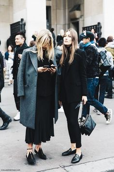 PARIS FASHION WEEK STREET STYLE #1 Black and flats. Never better.