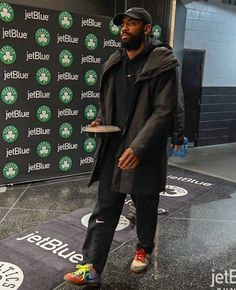 Every Sneaker Worn By Kyrie Irving This Season Mba Basketball, Nba Fashion, Kyrie Irving, All Black Outfit, Street Fighter, Aesthetic Clothes, Champion, Kicks, Punk