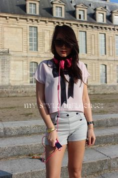 A quick post of my look to start a good week and to remind the lovely weather in Paris a few weeks ago.  For this photoshoot at the « Château de Vincennes », I had a great weather    Stay tuned for more posts and I wish you all a lovely week! //  My Style Influencer :  Tee-shirt HandM  Short WeDC /  Sunglasses Komono /  Headphones Urbanears /  Watch Komono /  Bracelet « Plume » Cailles de Luxe /  Shoes Zara