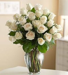 Glass Flower Vase With White Roses : Decorating Your House Using Flower Vases