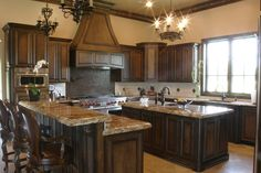 Beauty Traditional Dark Wood Walnut Kitchen