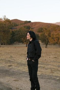 Michael Jackson Photo: Once upon a time. there was a beautiful king who lived at Neverland. Michael Jackson Memes, Michael Jackson Smile, Jackson Life, Jackson Family, Mike Jackson, Michael Jackson Neverland, King Of Music, The Jacksons, Great Artists
