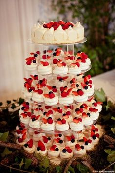 Petite Pavlovas perfect alternative to wedding cake for a summer wedding. Could do strawberry shortcakes if you don't like the meringues idea Luxury tower of mini pavlova wedding cakes with strawberries. Elegant wedding food station of mini meringues with Summer Wedding Cakes, Wedding Cupcakes, Wedding Desserts, Summer Desserts, Wedding Pies, Summer Food, Summer Cakes, Wedding Foods, Mini Desserts