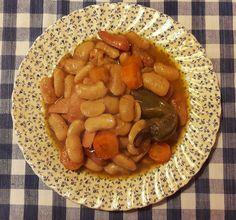 Γίγαντες φούρνου άσπροι αλλά … λερωμένοι... από την Αλεξάνδρα Σουλαδάκη http://www.donna.gr/17103/gigantes-fournou-asproi-alla-leromenoi-apo-tin-alexandra-souladaki/  Αρχικά σκέφτηκα κάτι άλλο, όμως η μέρα είναι λίγο σκοτεινή κι έτσι μου πήγε περισσότερο να φτιάξω γίγαντες… είπαμε μεγάλο πρόβλημα το κα�