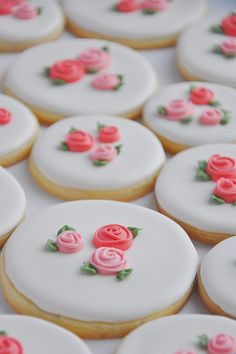 Biscuits avec glaçage et petites roses ~ Je trouve ça trop choupinou !