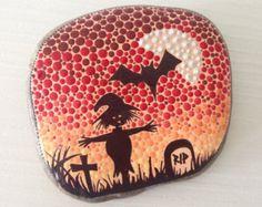Halloween Painted Stone pumpkin spooky  di CreateAndCherish