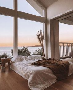 A cozy bed with an amazing view! What do you think of this bedroom? TAG a frien… A cozy bed with an amazing view! 😍 What do you think of this bedroom? TAG a friend who would love to live here! Inspire Me Home Decor, Home Interior Design, Interior And Exterior, Interior Styling, Dream House Interior, Luxury Interior, Kitchen Interior, Future House, Style At Home