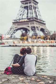 Capture your visit to Paris with a sweet photo session | Image by Claire Penn www.clairepenn.com