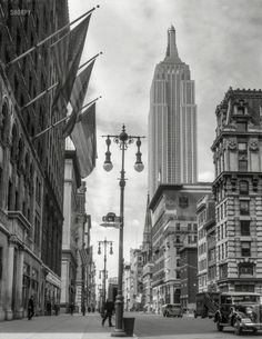 "July ""New York City. Empire State Building from Street and Fifth Avenue."" nitrate negative by Theodor Horydczak :: Shorpy Historic Picture Archive :: Empire State: 1933 high-resolution photo Photo New York, New York City Photos, New York Pictures, Old Pictures, Old Photos, Vintage Photos, Antique Photos, Vintage Stuff, Manhattan New York"