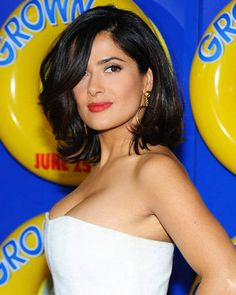 Our 20 Favorite Bombshells from the Big Screen to the Computer Screen Salma Hayek: Mid-length hair v Salma Hayek Hair, Salma Hayek Body, Salma Hayek Dogma, Medium Hair Styles, Short Hair Styles, Salma Hayek Pictures, Mexican Actress, Corte Y Color, Mid Length Hair
