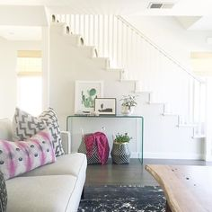 A peek inside a laid back, beachside, California home redesign. See photos of the best bohemian home decor idea by Becki Owens. For more bohemian decor ideas go to Domino. Eclectic Kitchen, Eclectic Living Room, Coastal Living Rooms, Living Room Designs, Living Spaces, Living Area, Spring Home, Home Hacks, Bohemian Decor