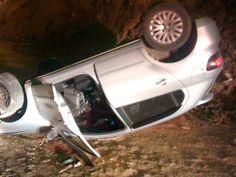 Notícias de São Pedro da Aldeia: AÇÕES POLICIAIS - Ladrões capotam de carro após tr...