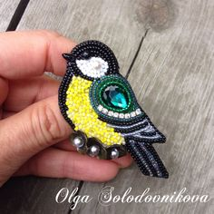 Embroidered Bird, Beaded Embroidery, Brooches Handmade, Handmade Jewelry, Beaded Brooch, Diy And Crafts, Gemstone Rings, Projects To Try, Birds