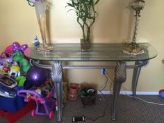 Coffee table in Kissimmee, FL (sells for $50)