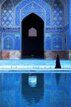Beautiful blue Islamic art and architecture. Esfahan Iran by Kazuyohi Nomachi Art Et Architecture, Islamic Architecture, Beautiful Architecture, Fotojournalismus, Iran Travel, Blue Mosque, Islamic Art, The Places Youll Go, Middle East