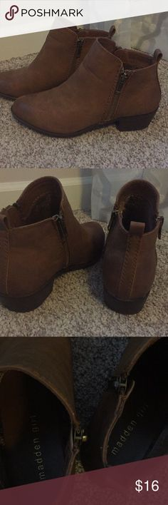 """Madden Girl Brown Ankle Boot Size 6.5 Madden Girl Brown Bootie  Size 6.5 Excellent Condition! Zippers on both sides (one side for looks - doesnt zip) 1 1/2"""" Heel Smoke Free Home Madden Girl Shoes Ankle Boots & Booties"""