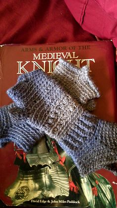 Medieval gloves to crochet.  Free pattern.