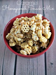 Caramel Honeycomb Snack Mix- Upstate Ramblings Caramel Honeycomb Snack Mix - a tasty snack made with Honeycomb cereal Snack Mix Recipes, Yummy Snacks, Healthy Snacks, Snack Mixes, Trail Mix Recipes, Cereal Recipes, Sweet And Salty, Kids Meals, Food And Drink