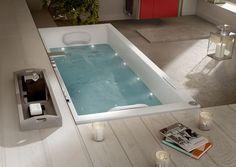 Une baignoire balnéo avec buses de spa pour se détendre...