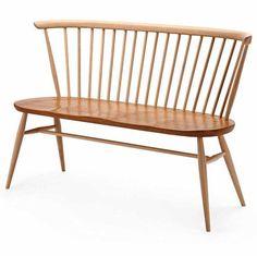 De Ercol loveseat is een echte Engelse klassieker geïnspireerd op de Windsor chair. Dit comfortabele bankje wordt met de hand gemaakt in Engeland. Lees meer