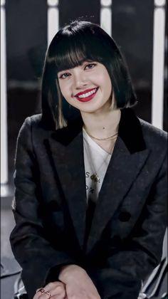 Jennie Blackpink, Blackpink Lisa, Lisa Blackpink Wallpaper, Black Pink Kpop, Blackpink Photos, Blackpink Fashion, Grunge Hair, Girl Bands, K Pop
