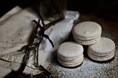 Macaron with smooth natural vanilla mousseline.