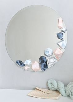 Faux Stone Mirror via Design Sponge Mirror Crafts, Diy Mirror, Diy Home Crafts, Diy Home Decor, Diy Inspiration, Diy Tattoo, Faux Stone, Hacks Diy, Diy Art