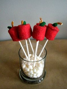 Back to School gift for teacher: Apple Marshmallow Pops