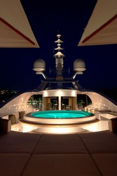 Awesome indoor swimming pool inside the yacht. Yacht Design, Boat Design, California Kids, Yacht Interior, Interior Design, Luxe Life, Yacht Boat, Speed Boats, Power Boats