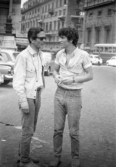 Pier Paolo Pasolini e Ninetto Davoli sul set del film La sequenza del fiore di carta (Amore e rabbia), 1969