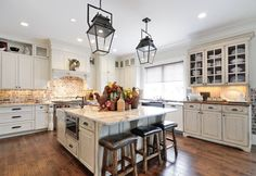 Country Kitchen with Kitchen island, Limestone Tile, Hardwood floors, Complex granite counters, Crown molding, Flush