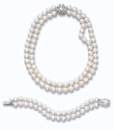 A CULTURED PEARL NECKLACE AND BRACELET