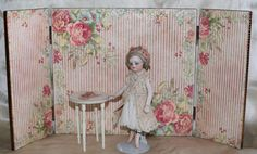 Beautiful Mignonette Folding Screen and Table