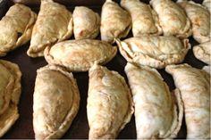 Mely shows you how to make sweet pumpkin empanadas using Rhodes cinnamon rolls. Rhodes Cinnamon Rolls, Pumpkin Empanadas, Breads, Frozen, Sweet, Food, Bread Rolls, Candy, Essen