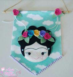 Frida 1 Felt Diy, Felt Crafts, Diy Crafts, Embroidery Hoop Crafts, Embroidery Designs, Craft Patterns, Doll Patterns, Felt Wall Hanging, Felt Banner