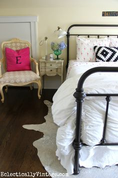 Add some fun to a guest bedroom.  A beautiful vintage inspired iron bed with white matelesse quilt from HomeGoods goes with any color or print bedding so you can change the look for every season. This summer bedroom has fun with pops of pink sponsored pin