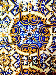 Beautiful azulejos in Coimbra, Portugal Glazed Ceramic Tile, Glazed Tiles, Portugal, Floor Patterns, Tile Patterns, Aztec Empire, Portuguese Tiles, Geometric Tiles, Pottery Making