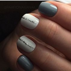 great nailart design for short nails: glitter stripe. easy great nailart design for short nails: glitter stripe. Simple Nail Art Designs, Short Nail Designs, Beautiful Nail Designs, Cute Nail Designs, Beginner Nail Designs, Shellac Designs, Silver Nail Designs, Nails Factory, Nagellack Design