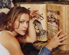 Phoebe Halliwell - Alyssa Milano  Charmed - Book of Shadows