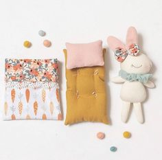 Diy Gifts For Kids, Christmas Gifts For Kids, Felt Crafts Kids, Sewing Crafts, Sewing Projects, Dollhouse Toys, Fabric Animals, Soft Dolls, Diy Stuffed Animals