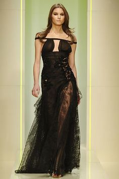 Versace Fall 2005 Ready-to-Wear Collection Photos - Vogue