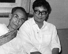 Bengali Music ©: Bengali 'Music Maestros' - Father Sachin Dev Burman with Son Rahul Dev Burman ('It Runs in the Family! Bollywood Cinema, Bollywood Photos, Indian Bollywood Actress, Bollywood Songs, Rare Pictures, Vintage Pictures, Celebrity Pictures, Music Composers, Music Songs