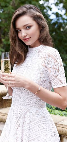 Who made Miranda Kerr's jewelry and white short sleeve dress?