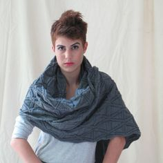 Unisex knitted scarf grey  the never ending scarf par AndyVeEirn, $60,00